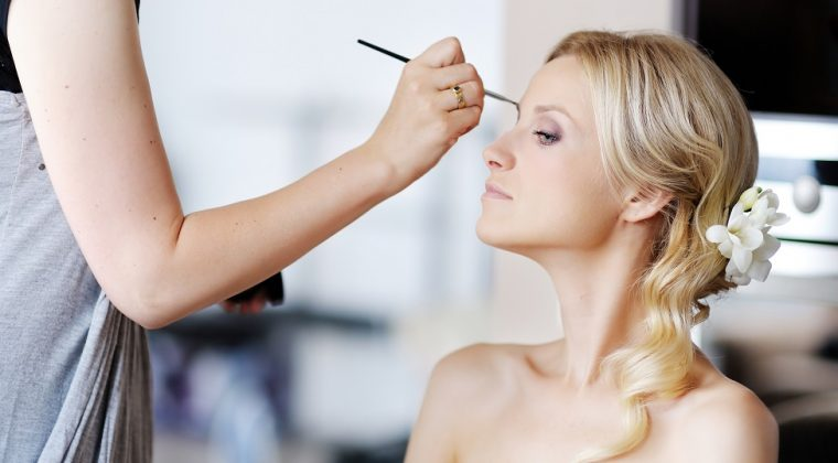 5 Questions That You Need to Ask Your Hair and Makeup Stylist